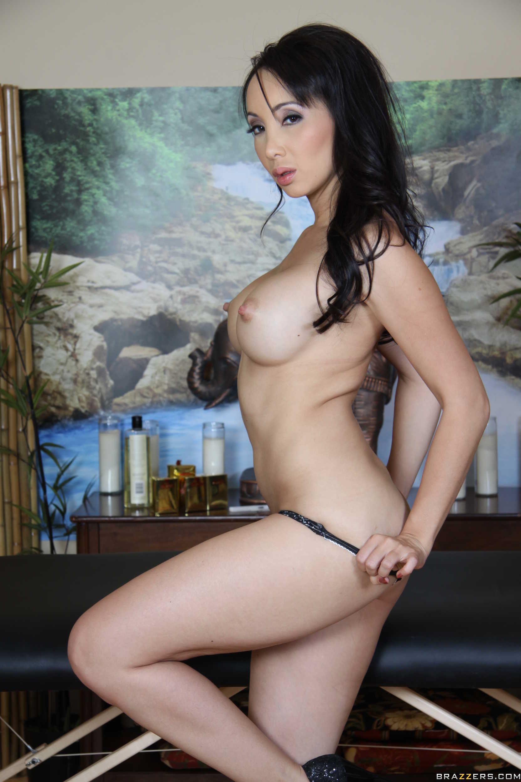 Virgin compression small breasted milf chloe riding a big black toy