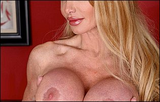 Busty blonde Taylor Wane getting nude for camera