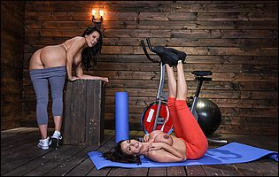 Hot sporty girls Ariella Ferrera and Reagan Foxx posing in the gym