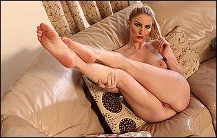 Sporty MILF Georgie Lyall teasing with hot nude body